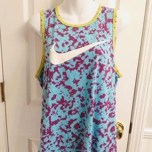 The Nike Tee Athletic Cut Women's Tank top Size M